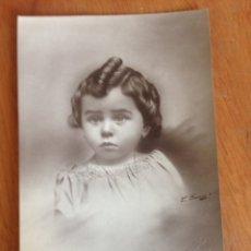 Fotografía antigua: CARTE POSTALE - TIERNA NIÑA DE BELLOS OJOS. Lote 137569465