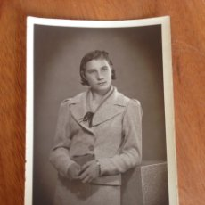 Fotografía antigua: ANTIGUA POSTAL - MUJER POSANDO. Lote 137571560