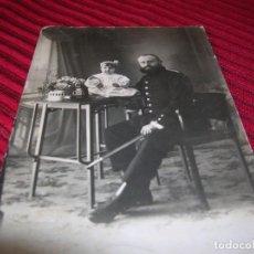 Fotografía antigua: MUY BONITA FOTOGRAFIA DE MILITAR CON NIÑA.FOTOGRAFIA ESPAÑA.BARCELONA. Lote 138172134