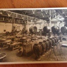 Fotografía antigua: TALLERES EN NUREMBERG, SALA DE MONTAGE DE PROYECTORES. Lote 138814908