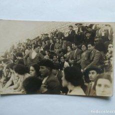 Fotografía antigua: 1927 FOTO POSTAL PÚBLICO PLAZA DE TOROS. Lote 139167718