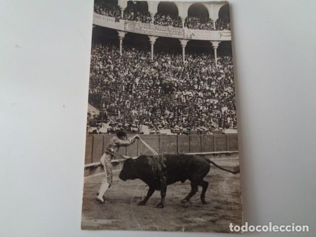 BARCELONA. PLAZA DE TOROS. CORRIDA. LANCE DE BANDERILLAS. ANTIGUA IMAGEN. (Fotografía Antigua - Tarjeta Postal)
