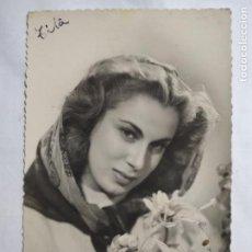 Fotografía antigua: FOTOGRAFIA POSTAL, SEÑORITA CON RAMO DE FLORES, ESCRITA. Lote 141633994