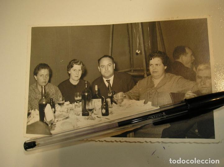 Fotografía antigua: antigua foto fotografia comida con cerveza el aguila - Foto 3 - 142829126