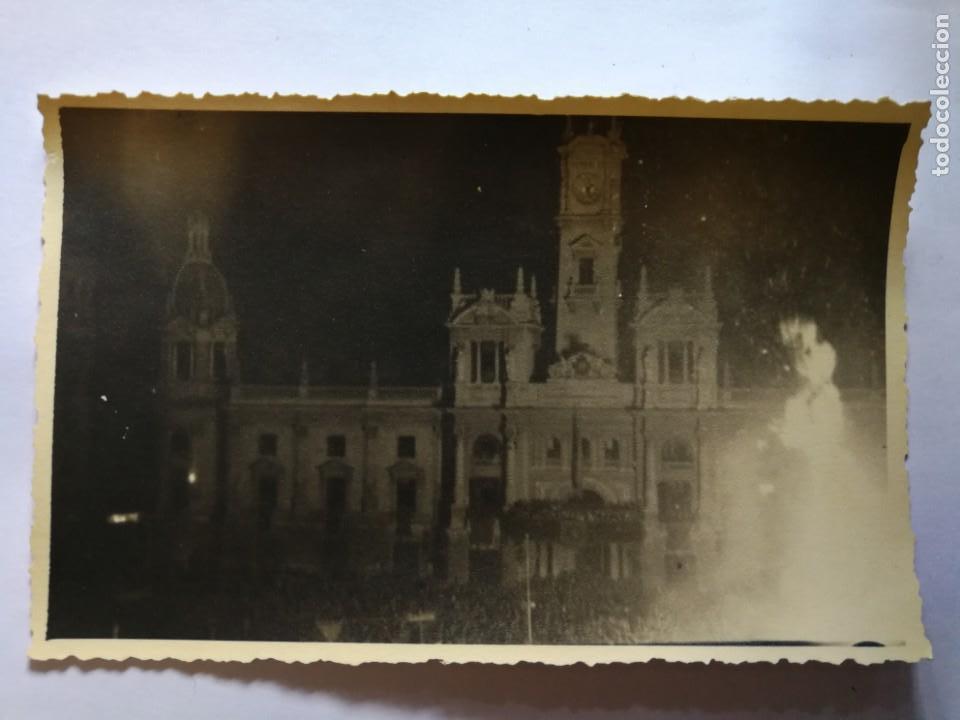 ANTIGUA FOTOGRAFÍA POSTAL. FALLA PLAZA DEL AYUNTAMIENTO.LA CREMÀ. FALLAS DE VALENCIA. AÑOS 40/50. (Fotografía Antigua - Tarjeta Postal)