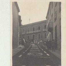 Fotografía antigua: FOTO-POSTAL.- LA OROTAVA, CALLE ADORNADA CON FLORES. FOTÓGRAFO JUAN JORDÁN-OROTAVA. Lote 144978800