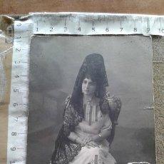 Old photograph - FOTO POSTAL JOVEN VESTIDA DE GOYESCA - MANTILLA - 146345474