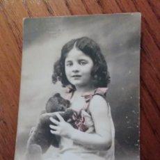 Fotografía antigua: TARJETA POSTAL CON NIÑA. Lote 147180606