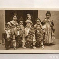 Fotografia antica: NIÑOS. FALLAS. VALENCIA FOTOGRAFÍA ORIGINAL. EL ALMA DE LA FIESTA FALLERA ... (H.1950?). Lote 198337597