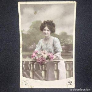 1909 Barcelona. Mujer con flores. Escrita, sin sello. 181 Paris