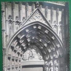 Fotografía antigua: SEVILLA. TARJETA POSTAL. CATEDRAL, PUERTA PRINCIPAL. AÑOS 40.. Lote 148035918