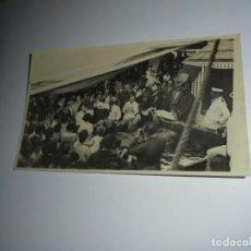 Fotografía antigua: FOTOGRAFIA FIESTA EN UN CRUCERO. Lote 148087910