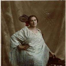 Fotografía antigua - FOTO RETRATO SEÑORITA CON MANTÓN BORDADO Y PEINETA. CA.1920. FOT: L.SANCHEZ. VALENCIA. - 148538626