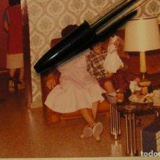 Fotografía antigua: ANTIGUA FOTO FOTOGRAFIA NIÑA CON MUÑECA NANCY ARMARIO NANCY ........... Lote 148644878