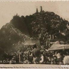 Fotografía antigua: LA GUARDIA. MONTE SANTA TECLA: EN EL DÍA DE LA ROMERÍA 13,5X8,5 CM. Lote 149307954