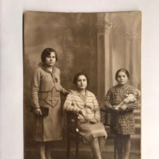 Fotografía antigua: VALENCIA. FOTOGRAFÍA ORIGINAL. LAS TRES HERMANAS Y MARIQUITA PÉREZ. (H.1930?). Lote 151464942