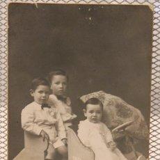 Fotografía antigua: TARJETA POSTAL SOBRE CARTÓN. FHOTO ART MODERNO MARTÍ Y GARCÍA. BCN. 13,5 X 8,5 CM. INF. 2 FOTOS.. Lote 151570926