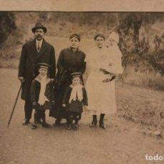 Fotografía antigua: TARJETA POSTAL FOTOGRÁFICA *FAMILIA CON TATA* 12 X 9 CM. INFORMACIÓN.. Lote 151571494