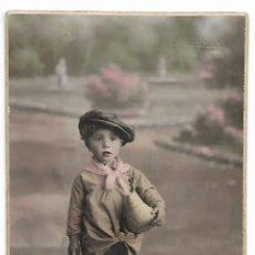 Fotografía antigua: FOTOGRAFIA DE NIÑO CON FAROLILLO DEL AÑO 1927 EN CARTON Y COLOREADA J LLOPIS VALENCIA. Lote 203217728