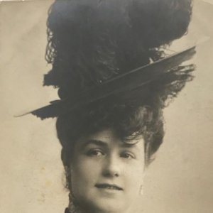 Foto artística antigua mujer con sombrero / Tarjeta postal
