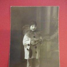 Fotografía antigua: ANTIGUA FOTO DE ESTUDIO ESCOLA (ZARAGOZA). NIÑO DISFRAZADO DE PIERROT. AÑOS 1920S. Lote 152795886