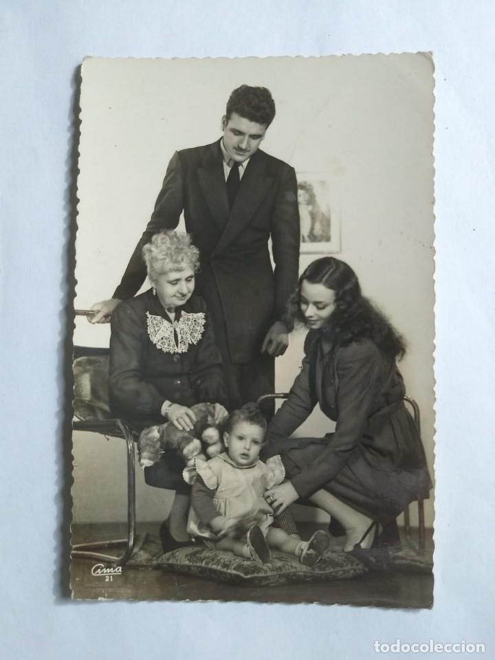 Fotografía antigua: Foto familiar blanco y negro Postal - Foto 2 - 139166014
