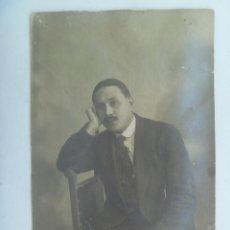 Fotografía antigua: FOTO DE ESTUDIO DE SEÑOR POSANDO, PRINCIPIOS DE SIGLO.. Lote 153514238