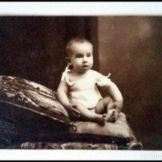 Fotografía antigua: FOTOGRAFIA PRINCIPIOS SIGLO XX TARJETA POSTAL RETRATO BEBE. Lote 153563802