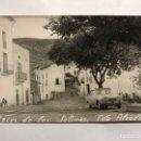 Fotografía antigua: ARCOS DE LAS SALINAS (TERUEL) FOTOGRAFÍA POSTAL. PLAZA PRINCIPAL. AUTOR: ALCODORI (A.1963). Lote 155718806
