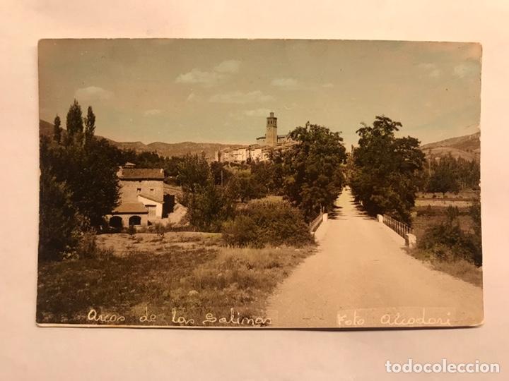 ARCOS DE LAS SALINAS (TERUEL) FOTOGRAFÍA POSTAL. COLOREADA. ENTRADA AL PUEBLO. AUTOR: ALCODORI (Fotografía Antigua - Tarjeta Postal)