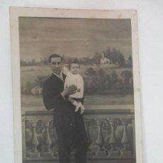 Fotografía antigua: ANTIGUA FOTOGRAFÍA - PADRE CON HIJA - TARJETA POSTAL. Lote 155724298
