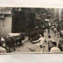 Fotografía antigua: PAMPLONA. SAN FERMINES. FOTOGRAFÍA ORIGINAL. CALLÉ MERCADERES. FOTO, RAFAEL BOZANO (A.1955). Lote 156013308
