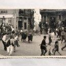 Fotografía antigua: PAMPLONA. SAN FERMINES. FOTOGRAFÍA ORIGINAL. PLAZA DEL AYUNTAMIENTO. FOTO, RAFAEL BOZANO (A.1955). Lote 156013309