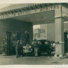 Fotografía antigua: SALAMANCA GASOLINERA ESTACION DE SERVICIO DE MANUEL LORENZO. HACIA 193O. PIEZA ÚNICA. Lote 156042478