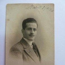 Fotografía antigua: TARJETA POSTAL ANTIGUA ORIGINAL. CABALLERO. MADRID 1915. SELLO CALVET. Lote 156985586