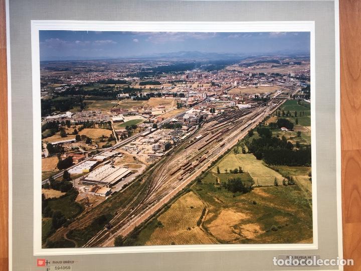 PAISAJES ESPAÑOLES N 594968 LEON RENFE FOTO AEREA GRANDE 39X30,5 CM EN MARCO CARTÓN 47X40 CM (Fotografía Antigua - Tarjeta Postal)