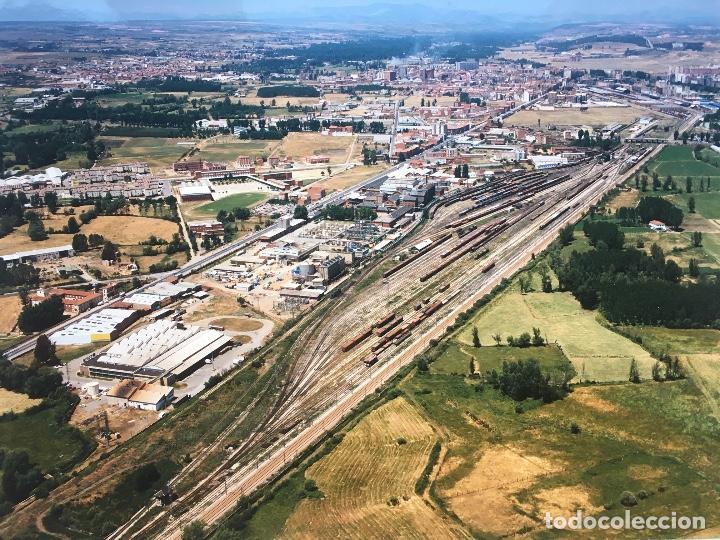 Fotografía antigua: PAISAJES ESPAÑOLES N 594968 LEON RENFE FOTO AEREA GRANDE 39X30,5 cm en marco cartón 47x40 cm - Foto 3 - 157922218