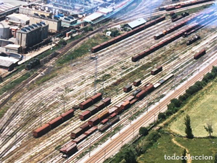 Fotografía antigua: PAISAJES ESPAÑOLES N 594968 LEON RENFE FOTO AEREA GRANDE 39X30,5 cm en marco cartón 47x40 cm - Foto 4 - 157922218