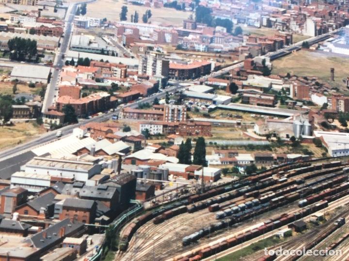 Fotografía antigua: PAISAJES ESPAÑOLES N 594968 LEON RENFE FOTO AEREA GRANDE 39X30,5 cm en marco cartón 47x40 cm - Foto 5 - 157922218