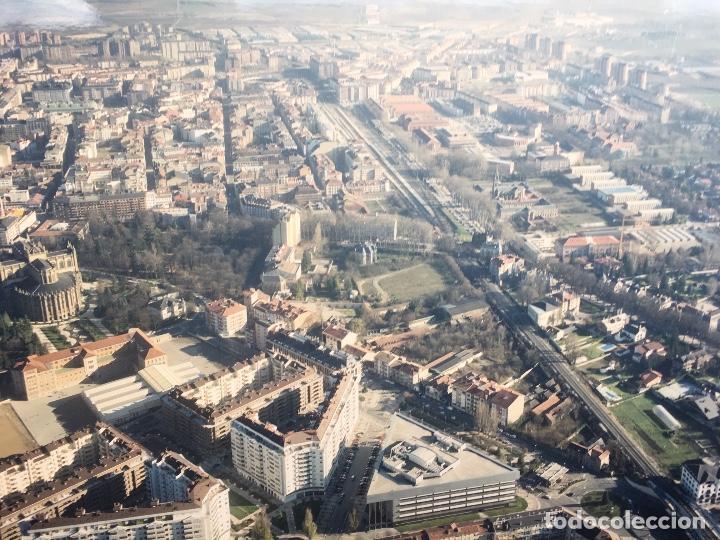 Fotografía antigua: PAISAJES ESPAÑOLES N 845924 GASTEIZ VITORIA FOTO AEREA GRANDE 39X30,5 cm en marco cartón 47x40 cm - Foto 3 - 158126446