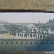 Fotografía antigua: FOTO TARJETA POSTAL MILITARES OFICIALES CUERPO INGENIEROS EPOCA ALFONSO XIII CONSTRUCCION PUENTE. Lote 159224626
