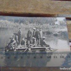 Fotografía antigua: FOTO TARJETA POSTAL MILITARES OFICIALES CUERPO INGENIEROS EPOCA ALFONSO XIII CONSTRUCCION PUENTE. Lote 159224734