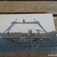 Fotografía antigua: FOTO TARJETA POSTAL MILITARES OFICIALES CUERPO INGENIEROS EPOCA ALFONSO XIII CONSTRUCCION PUENTE. Lote 159224766