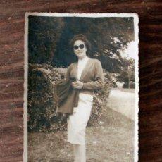 Fotografía antigua: ANTIGUA FOTOGRAFIA CHICA - AÑOS 60 - 13 X 8.5CM. Lote 160304354