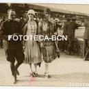Fotografía antigua: FOTO ORIGINAL SEÑORITAS Y MILITAR POSIBLEMENTE HIPODROMO CASA ANTUNEZ BARCELONA AÑOS 20. Lote 160362558