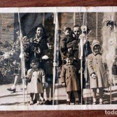 Fotografía antigua: ANTIGUA FOTOGRAFIA TARJETA POSTAL - DOMINGO DE RAMOS - AÑOS 50 - 14X8.5CM - MATARRANZ - BARCELONA. Lote 160371990