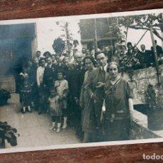 Fotografía antigua: ANTIGUA FOTOGRAFIA TARJETA POSTAL - GRAN FOTO DE FAMILIA - AÑOS 50 - 13.3X8.5CM - AÑOS 50. Lote 160372186