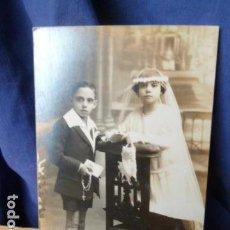 Fotografía antigua: FOTO COMUNION NIÑA Y NIÑO -FOTOGRAFO RAPHAEL BARCELONA. Lote 160783986