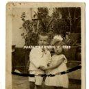 Fotografía antigua: JUAN Y CARMEN. C. 1923. NIÑOS. SEVILLA. LEER. Lote 160977210