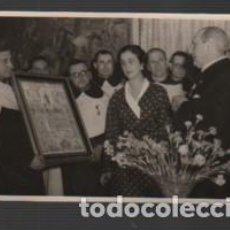 Fotografía antigua: FOTOGRAFIA TAMAÑO POSTAL DE LA SEÑORA DE FRANCO DEL FOTOGRAFO M. SANTOS YUBERO D MADRID 1950. Lote 161807842